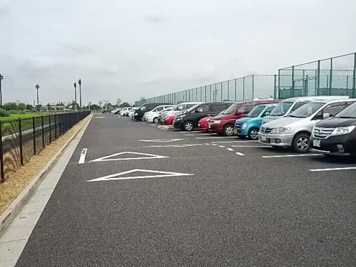 上谷総合公園人工芝サッカー場駐車場