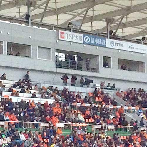 ザッケローニが試合を観戦。楽天の三木谷社長も来ていたらしいが、喜んだのは三木谷だけだろう…